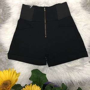 active high-waist stretch shorts with back zipper